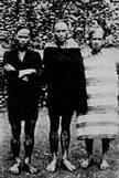 莫那魯道(中)及其族人於1930年 10 月27日起義抗日,為霧社事件的主要領導人。 ‧‧‧圖片來源:《台灣の蕃族研究》