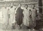 日本政府為了加強對原住民的控制,鼓勵日本警察與原住民領袖的女兒結婚。然而原住民婦女往往遭受到始亂終棄的對待,甚至淪落為娼妓的悲慘命運。
